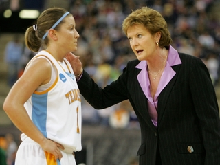 Former UT basketball coach Pat Summitt dies
