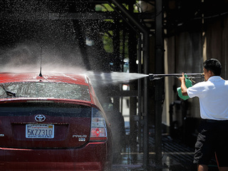 Man fends off armed carjackers with power washer