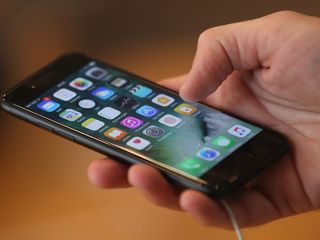 Woman's non-Apple phone cord sparks fire