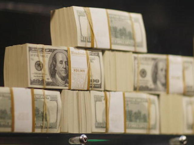 Ohio man turns in $14000 found on side of road