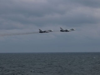 Russian fighter jets 'buzz' US warship