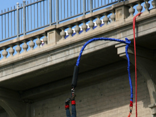 Bungee-jumping death blamed on poor English