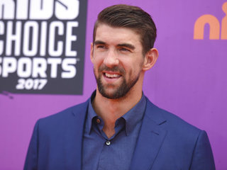 Michael Phelps loses race to simulated shark