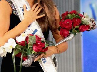 Beauty queen loses crown over tweet