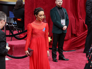 Why some stars at the Oscars wore blue ribbons