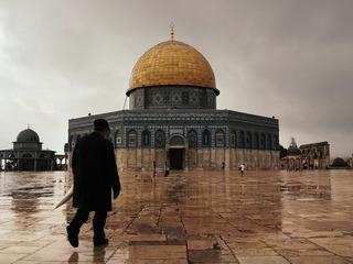 Deadly clashes erupt in Jerusalem