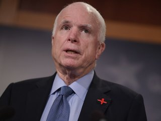 McCain's maverick ways press on in tweets