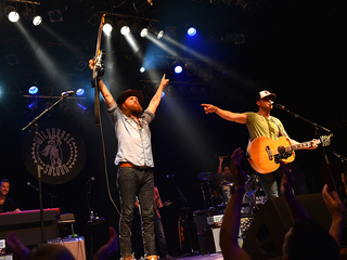 Brothers Osborne score early CMA Awards win