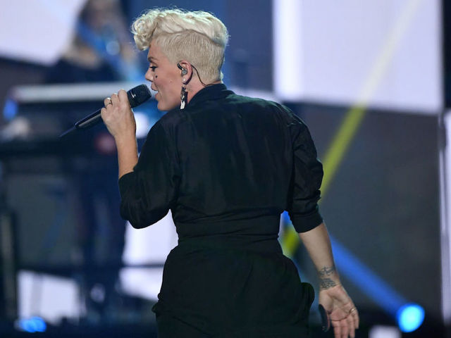 AMAs kick off Sunday with Kelly Clarkson, Pink