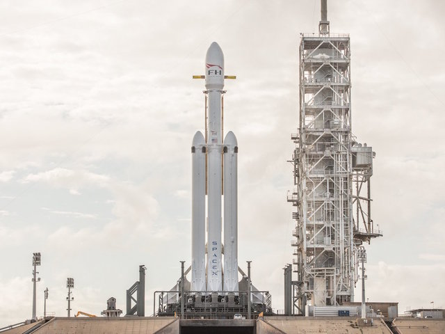 SpaceX Confirms Date for First Falcon Heavy Launch