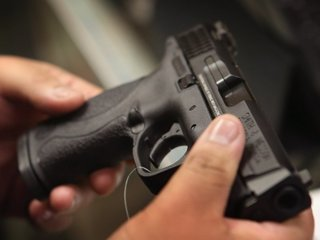 Illinois enacts 'red flag' gun law