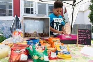 City helps teen get his hot dog stand approved
