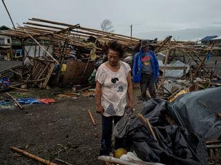 Philippines landslide: Dozens feared buried